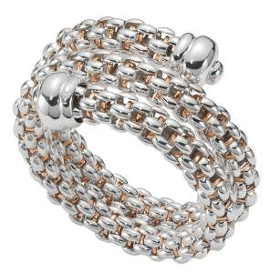 Innovative bracelets, both in form and materials, were seen at Fope, which presented a flexible bracelet made in the brand's registered Silverfope™, a special alloy of silver and palladium that never tarnishes.